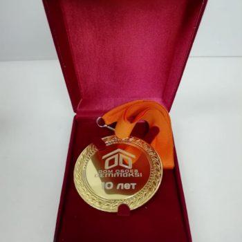 Гравировка логотипа на медали