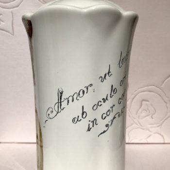 Ручная гравировка керамической вазочки