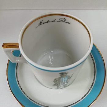 Ручная гравировка фарфоровой чашки изнутри