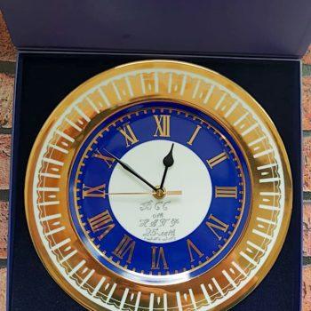 Гравировка часов из фарфора